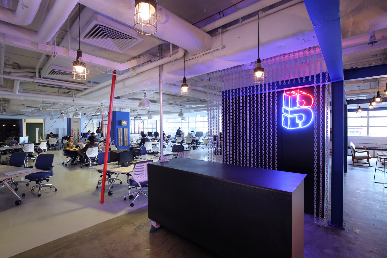 konsep biru desain interior kantor dengan minimalis  furniture dan interior (8)