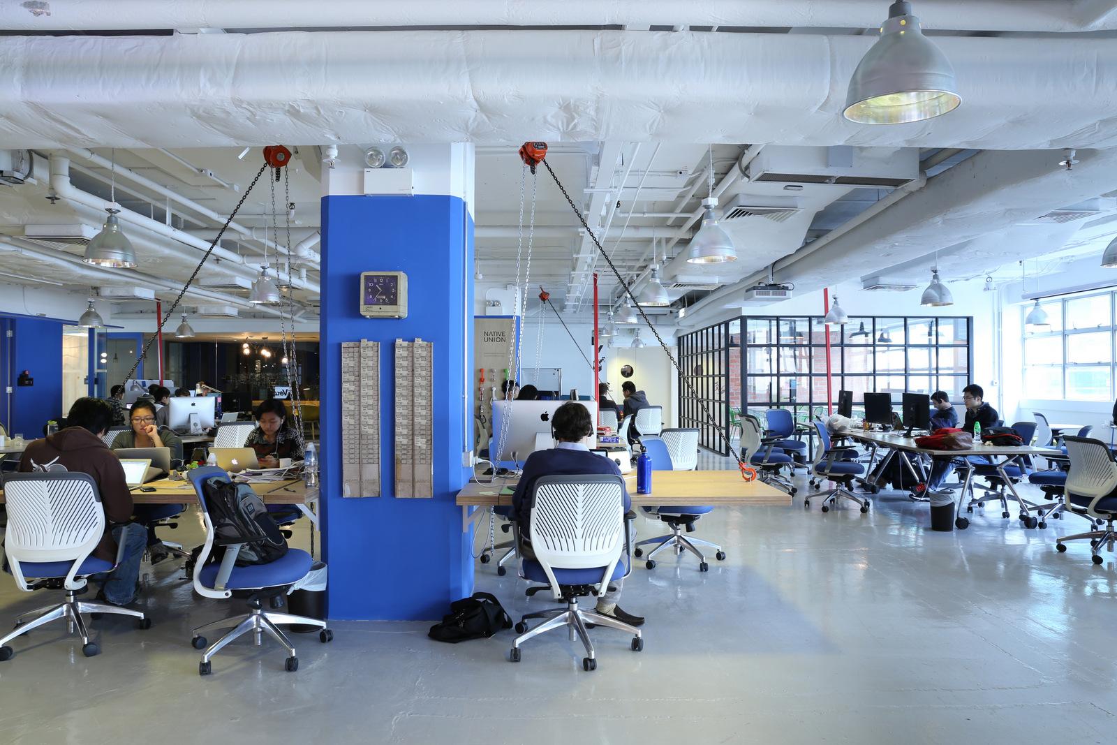 konsep biru desain interior kantor dengan minimalis  furniture dan interior (9)