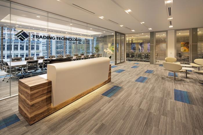 arsitek-ruang-kantor-dengan-meja-receptionis-dengan-dinding-kaca-glass-wall-dengan-karpet-tile-warna-abu-abu