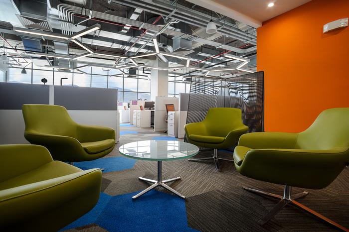 kontraktor-interior-ruang-tunggu-terbuka-dengan-ekspose-ceiling