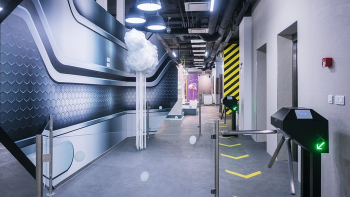 renovasi-kantor-di-koridor-lift-atau-lobby-lift